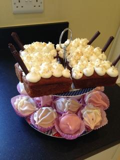 Banana cake & meringues