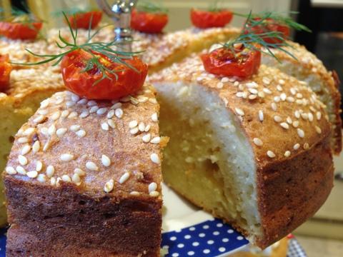 Semolina, leek & sesame cake
