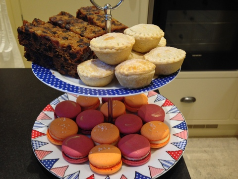 Xmas cake, mince pies / mulled wine & clementine macarons